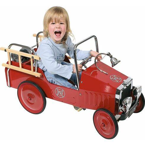 Kovové šlapací auto sgumovými koly – hasiči - Goki