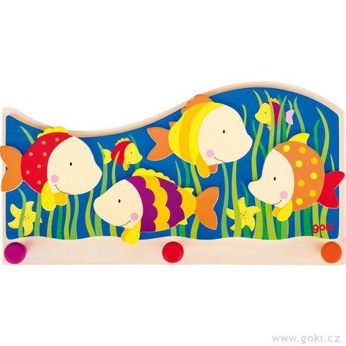 Dětský věšák zedřeva – barevné rybky - Goki
