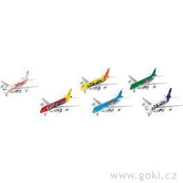 Letadla sezvukem asvětlem azpětným natahováním