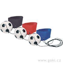 Fotbalový míček nagumě naruku