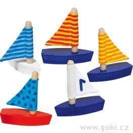 Malé plachetnice sručně šitou plachtou